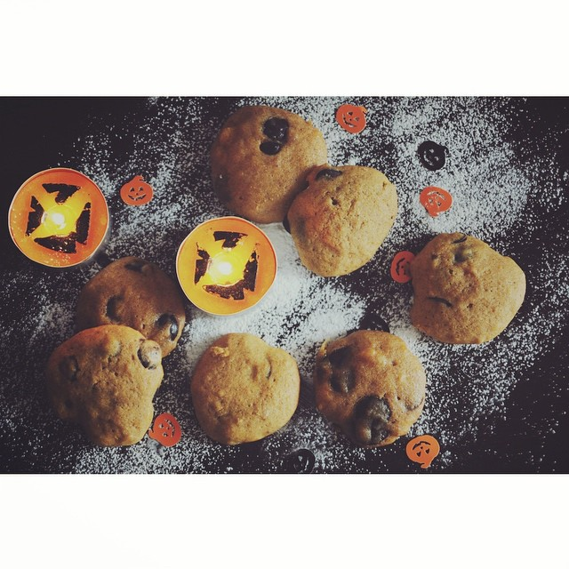 I made pumpkin cookies ! Check the blog for more pics (link on my profile) ?? #halloween #pumpkin #cookies #yummy #sweet #thisishalloween #instafood #foodie