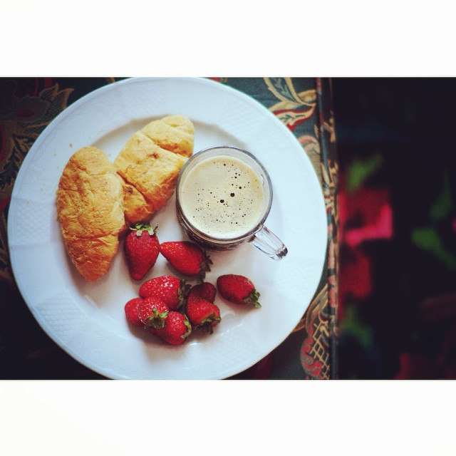 Weekend breakfast at my parents' ☕? #breakfast #flatlay #instafood #weheartit