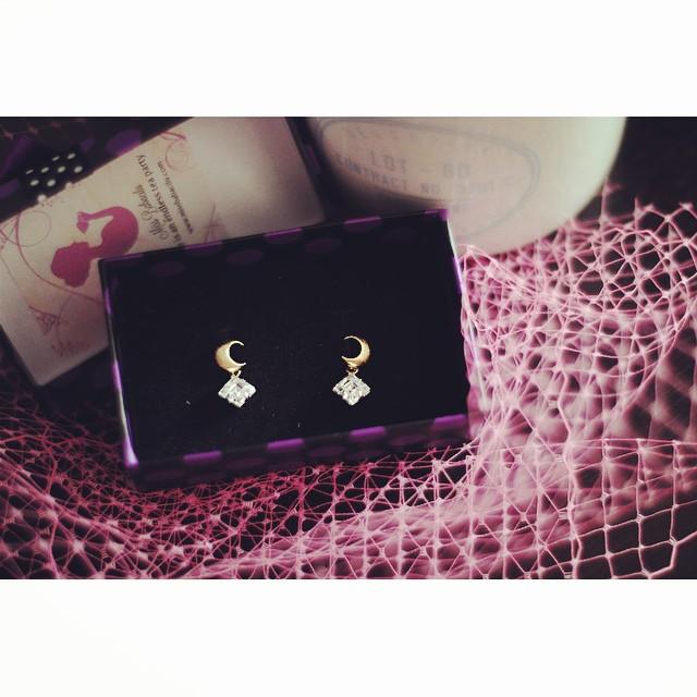 Tadaa! My pretty moon earrings from @babacilu. Perfection! ??✨ #moon #jewelry #earrings #sailormoon #crescentmoon #details #adorable