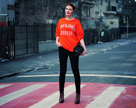 Outfit: the orange sweatshirt
